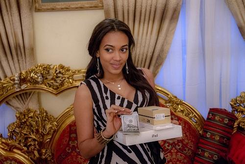 Winner displays cash and Samsong Galaxy PHone