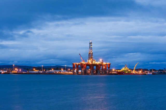 Oil-rigs-North-Sea-oil-Scotland-UK