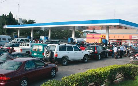 Fuel-queue-by-motorists4