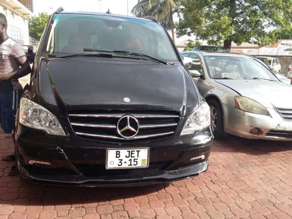 Emmanuel-Adebayor-Asamoah-Gyan-Flaunts-Their-Expensive-Cars-2