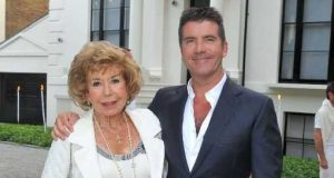 X Factor Simon Cowell's mother dies