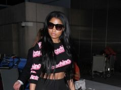 nicki minaj flashes pan