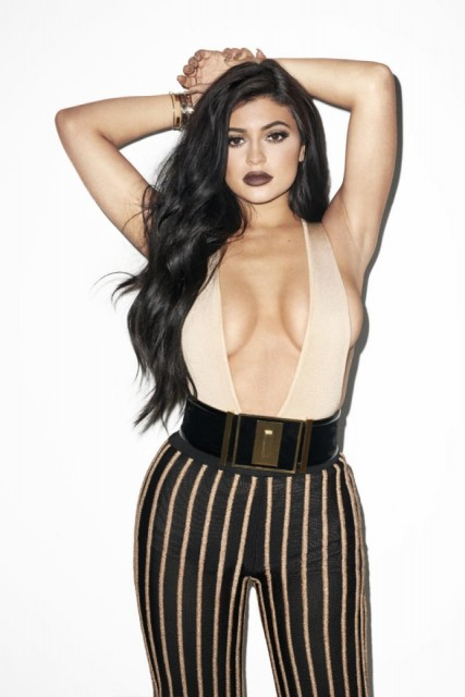 Kylie_Jenner_Galore_Mag_1_nud570