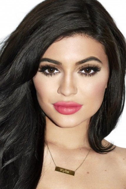 Kylie_Jenner_Galore_Mag_3_nud57l