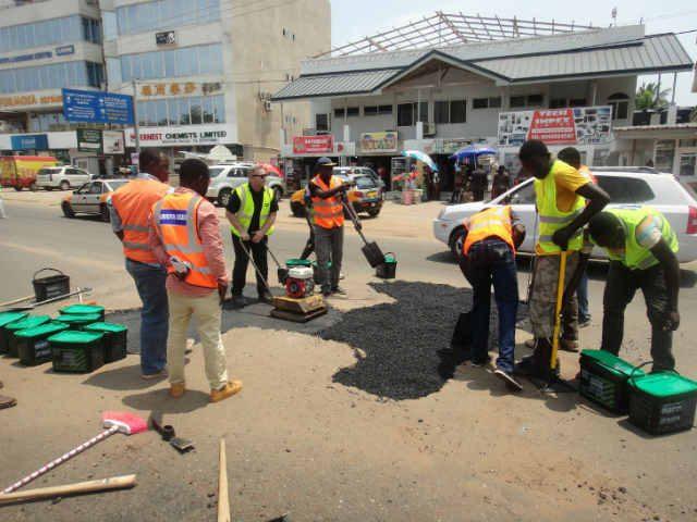 Quikfix Ghana Repair Crew-Application & Compaction Copyright QHL 2015