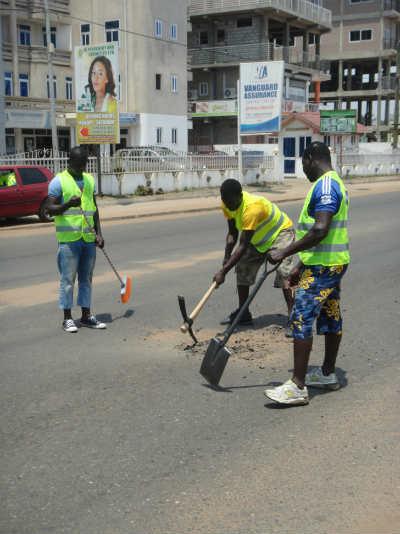 Quikfix Ghana Repair Crew-Pothole Preparation-Copyright QHL 2015