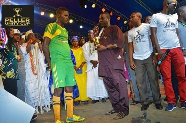 King Wasiu Ayinde Marshal (KWAM 1/K1) presenting Golden boot to the winner