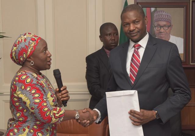 Mrs. Ene Nwankpa Co-Ordinator, R2K, Nigeria, Presenting Demo & Web Portal To Hon. Attorney-General Of The Federation & Minister Of Justice, Mr. Abubakar Malami