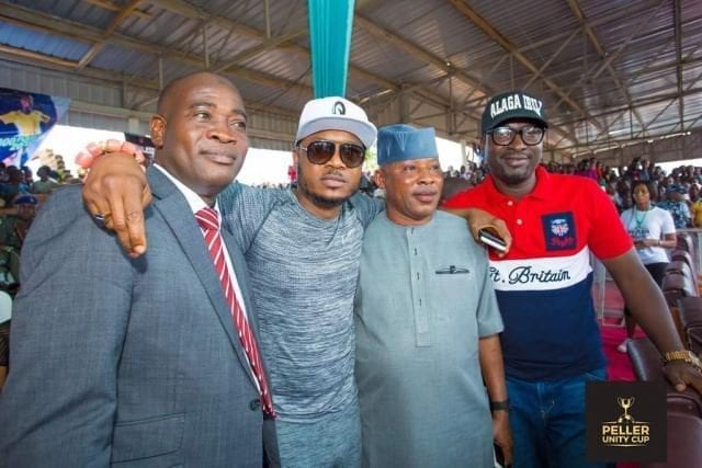 Shina Peller and other dignitaries