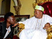 Alaafin of Oyo, Oba Lamidi Olayiwola Adeyemi III receives Pencil Artist Alesh Akeem