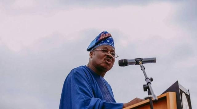 Oyo State Governor Abiola Ajimobi addressing the public