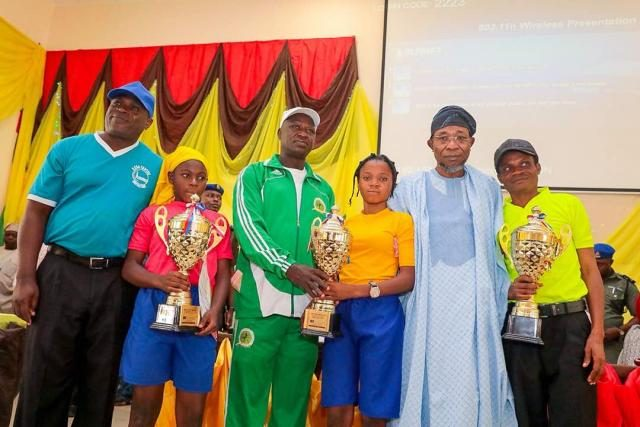 Governor Rauf Aregbesola, and winners of the State of Osun Calisthenics Competitions which held in the 9 Federal Constituencies in the state.