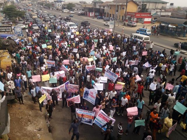 Thousands of Rivers State Residents protest to back SARS