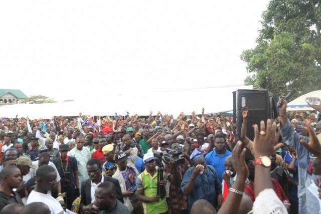 Cross section of the crowd during the visitation of Hon Ladi to Ayetoro