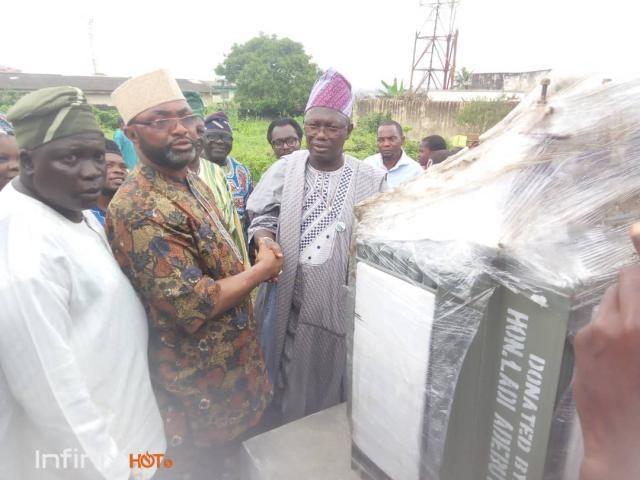 Dr Bola Kalejaiye takes delivery of the 500KVA transformer for Saro-Moborode community