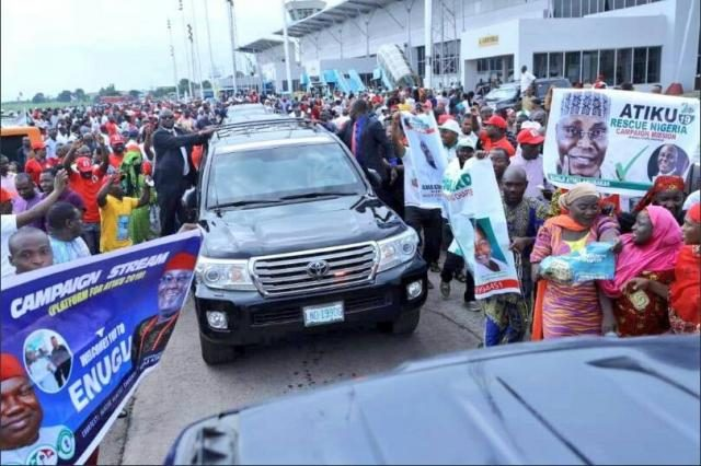 Ex-VP Atiku Abubakar in convoy being welcomed by Ebonyians