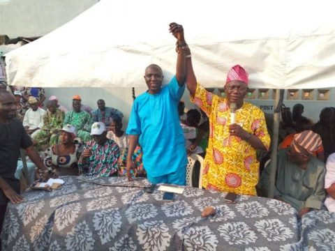 Apagun Seye Sonuga raises the hand of Omooba Sunday Solarin as the PDP candidate for Ogun State House of Assembly elections coming up on March 2, 2019