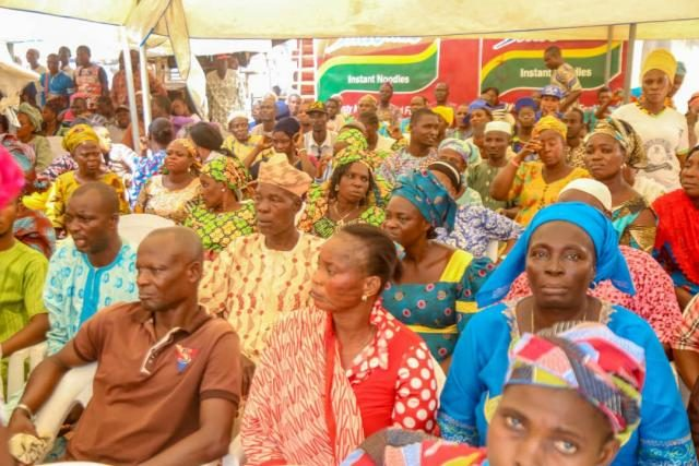 Cross section of party members at Hon Ladi Adebutu's Ward-to-Ward Campaign for 2019 General Elections