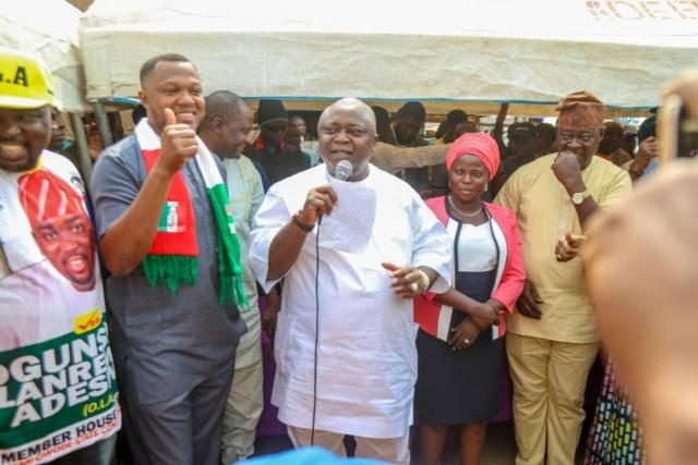 Hon Ladi Adebutu addresses Party faithfuls during his Ward-to-Ward Campaign for 2019 General Elections